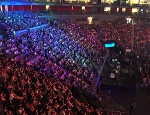 Torcedores lotam arena em Colônia para ver a final do ESL One de CS:GO (Foto: Clicia Oliveira)